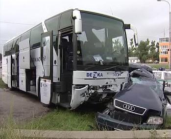 Srážka auta s autobusem