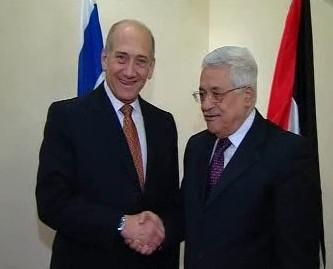 Ehud Olmert a Mahmúd Abbás