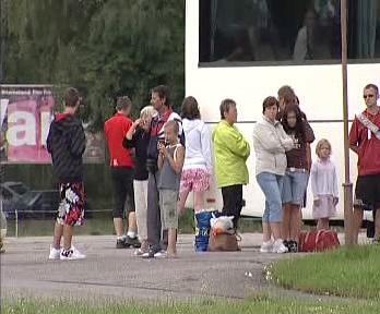 Cestující z havarovaného autobusu