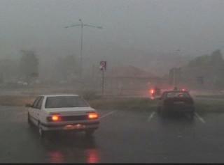 Auta v bouřce