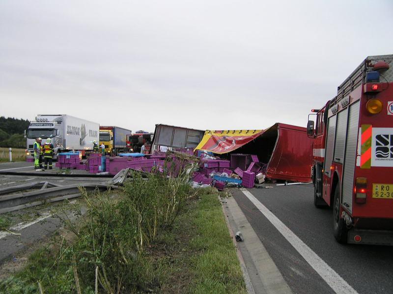 Nehoda kamionu zablokovala dálnici D5