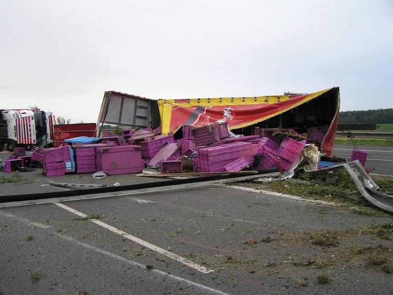 Nehoda kamionu na dálnici