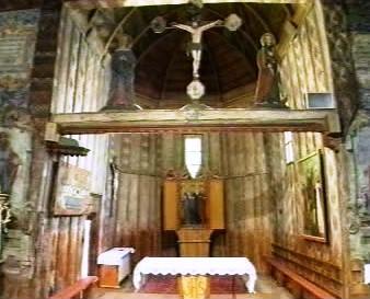 Interiér dřevěného kostelíku