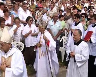 Kardinál Giovanni Coppa na mši ve Velehradě