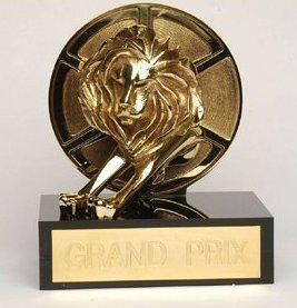 Soška lva pro vítěze festivalu.