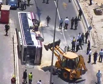 Do jeruzálemského autobusu najel buldozer