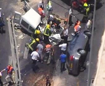 Do autobusu najel v Izraeli buldozer