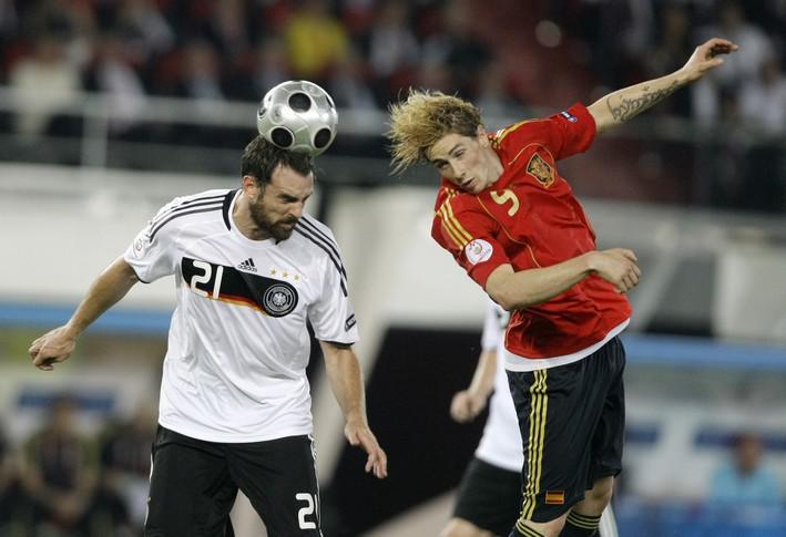 Fernando Torres v hlavičkovém souboji