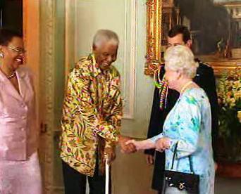 Nelson Mandela na audienci u Alžběty II.