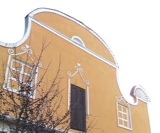 Průčelí domu v jižních Čechách