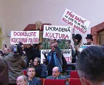 Nespokojení umělci na zasedání pražského zastupitelstva