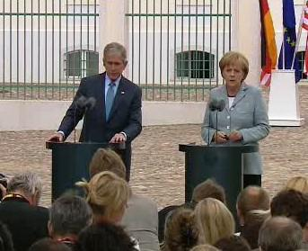 George Bush a Angela Merkelová