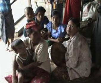 Barmánci v nouzovém táboře