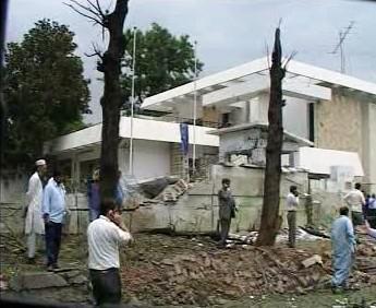 Poškozená dánská ambasáda v Pákistánu