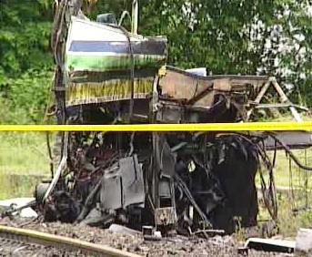 Trosky autobusu po havárii