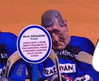 Mirek Topolánek jako poražený hokejista v předvolební kampani ČSSD