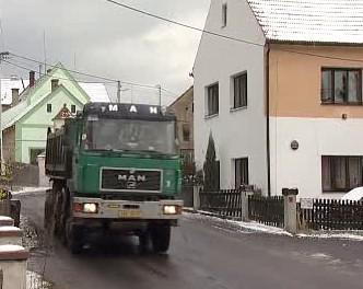 Kamion ve Velemíně na Lovosicku