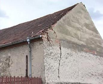 Prasklý dům