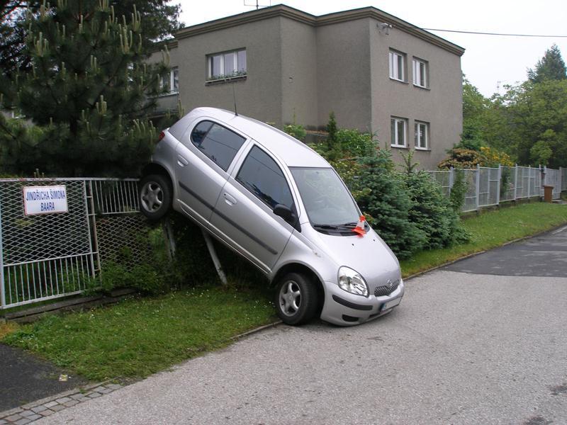 Zaparkovaná Toyota Yaris