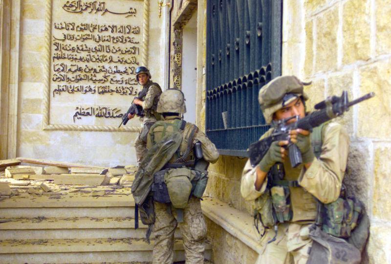 Američtí vojáci v jednom ze Saddámových paláců