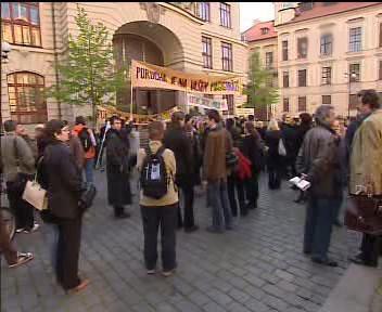 Demonstrace proti pražským kulturním grantům