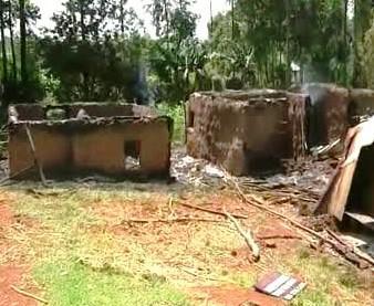 Vypálené domy v Africe