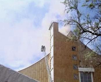 Hořící budova Berlínské filharmonie