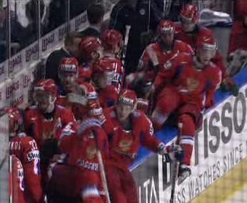 Ruští hokejisté se radují po zápasu