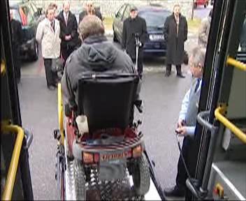 Autobus s plošinou pro vozíčkáře