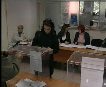 Srbové volí nový parlament.