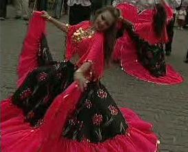 Tanečnice vystupující na Khamoru