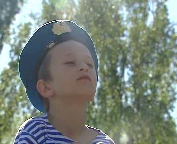 Chlapec s vojenským baretem