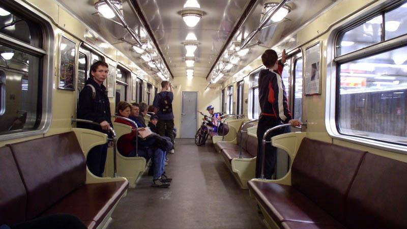 Interiér prvních vlaků metra