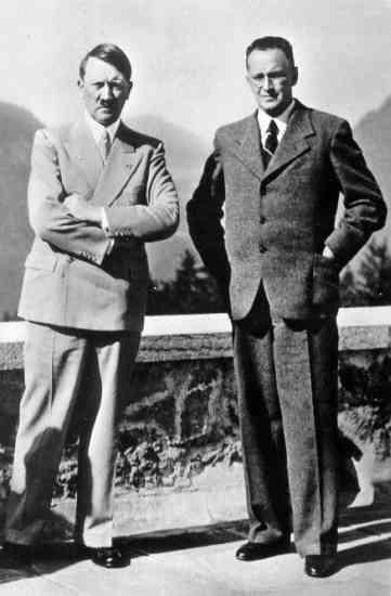 Adolf Hitler a Konrád Henlein v roce 1938