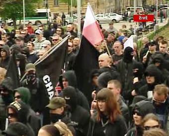 Demonstrace na náměstí Jiřího z Poděbrad
