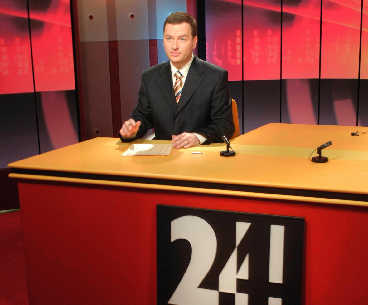 Bohumil Klepetko moderuje první zprávy na ČT24