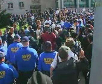 Newyorčané protestují proti údajně rasistickému verdiktu soudu