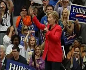 Hillary Clintonová se raduje z vítězství.