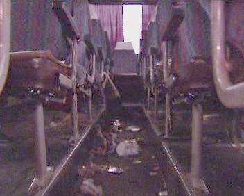 Zdemolovaný autobus