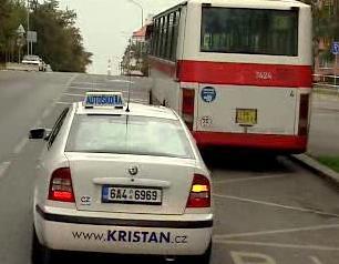 Nezkušených mladých řidičů v Česku přibývá