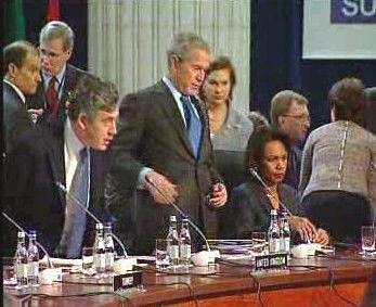 Brown, Bush a Riceová na summitu NATO