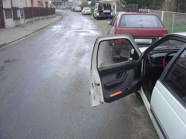 Otevřené dveře zavinily nehodu