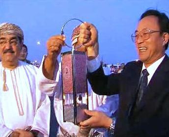 Olympijská pochodeň v ománském Maskatu