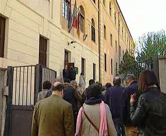 Fronta před volební místností v Itálii