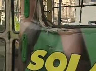 Rozbité okno tramvaje