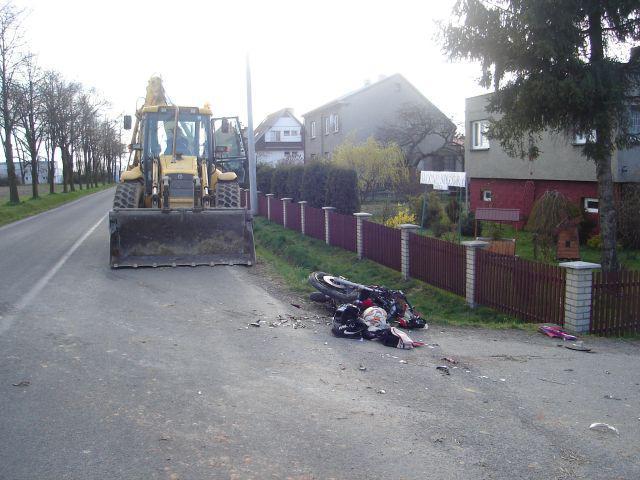 Bagr srazil motorku