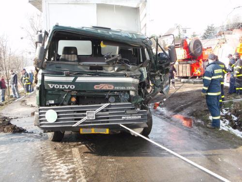 Nehoda nákladního auta