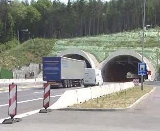 Dálniční tunel Valík