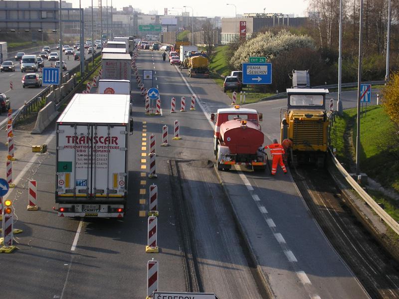 Kolona před uzavírkou na dálnici D1
