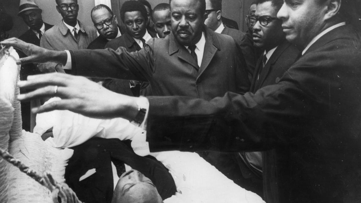 Lidé se přišli poklonit Martinu Lutheru Kingovi